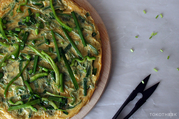 omelet met Chinese bieslook op tokotheek