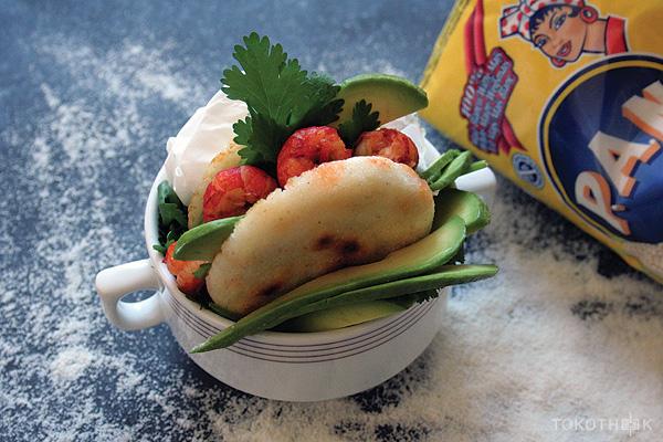 arepas gevuld met rivierkreeftjes en avocado op tokotheek