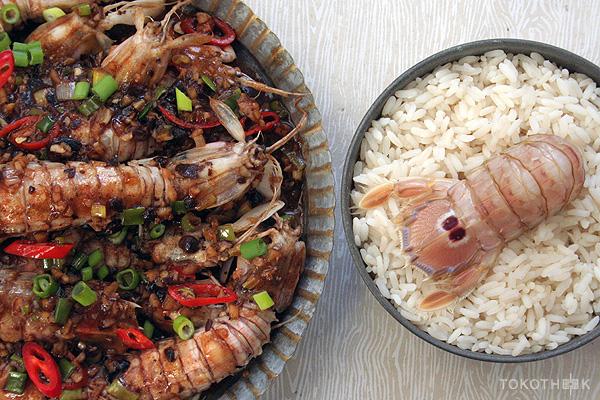 pipi shrimps in zwarte bonensaus op tokotheek