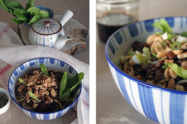 noedels met gehakt en Chinese ingemaakte groente