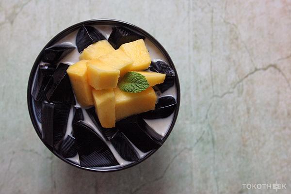 chinese herbal jelly dessert met mango