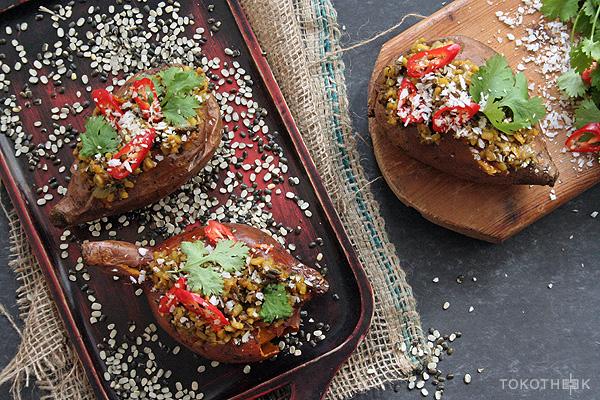gepofte bataat met dahl en kokos